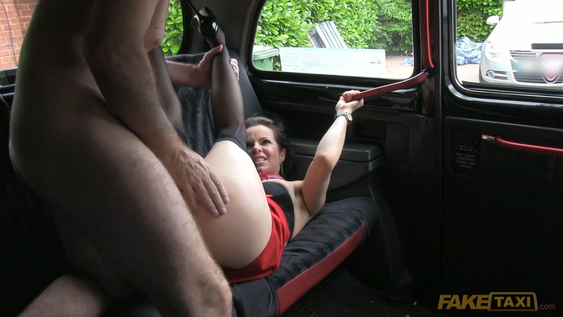 Высоченной смотреть секс с таксистом порно леди боссом