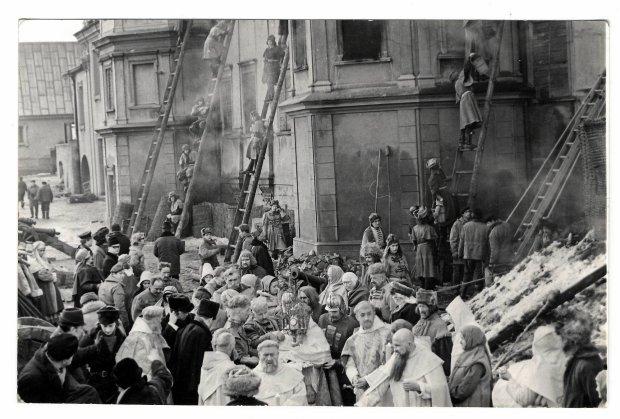 Zdjęcie numer 1 w galerii - Jak Jasna Góra poddała się filmowcom, by znów oprzeć się Szwedom